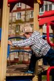 leka för pojkelekplats Royaltyfri Fotografi