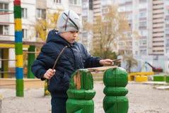 leka för pojkelekplats Arkivfoto