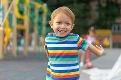 leka för pojkelekplats Royaltyfri Bild
