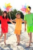leka för strandungar Royaltyfri Foto