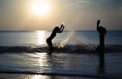leka för strand fotografering för bildbyråer