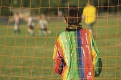 leka fotboll för barnfotboll Royaltyfri Foto
