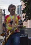 leka gata för gitarrmusiker Arkivfoto