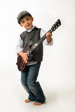 Leka gitarr för ung pojke Arkivbild