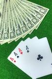 Leka kort och pengar Royaltyfri Foto