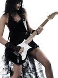 leka kvinna för elektrisk gitarrspelare Arkivbilder