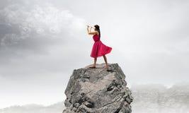 leka kvinna för flöjt Royaltyfri Fotografi