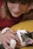 leka kvinna för kattunge arkivbilder