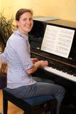leka kvinna för piano Royaltyfri Fotografi