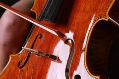 leka kvinna för violoncell Royaltyfria Foton