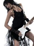 leka kvinna för elektrisk gitarrspelare Arkivbild