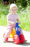 leka litet barn Royaltyfria Bilder