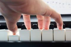 leka ljud för klassiskt för begreppshandmusik piano för anmärkning Royaltyfria Foton