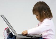 Leka med bärbar dator royaltyfri foto