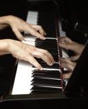 Leka piano Fotografering för Bildbyråer