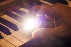 Leka piano Royaltyfria Foton