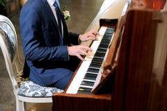 Leka piano Royaltyfri Foto