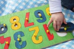 leka pussel för barnnummer Arkivbild
