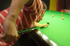 leka snooker Royaltyfria Bilder