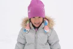 leka snow för asiatisk flicka royaltyfri fotografi