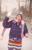 leka snow för flicka Arkivfoton