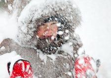 leka snow för unge royaltyfria bilder