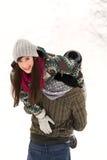 leka snow för par Royaltyfri Foto