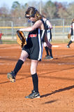 leka softball för flicka Royaltyfri Bild
