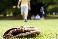 leka softball för folk Arkivfoto