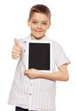 leka tablet för pojkesoffaPC Arkivfoto