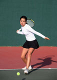 leka tennis för flicka Arkivfoton
