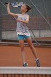 leka tennisbarn för flicka Royaltyfri Foto