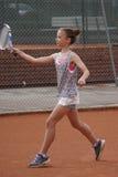 leka tennisbarn för flicka Arkivbilder