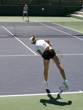 leka tenniskvinnor Arkivfoto