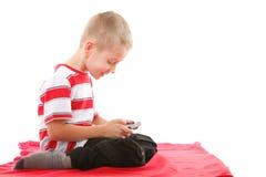 Lekar för barnlekar på mobiltelefonen Arkivfoto