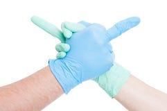 Lekarek ręki trząść z sprośnym środkowego palca gestem Fotografia Stock
