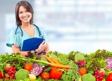 Lekarka żywiona z warzywami fotografia stock