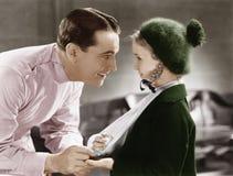 Lekarka i mała dziewczynka z ręką w temblaku (Wszystkie persons przedstawiający no są długiego utrzymania i żadny nieruchomość is Obraz Royalty Free