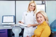 Lekarka i pacjent Obrazy Stock