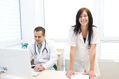 Lekarka i pielęgniarka Zdjęcia Stock