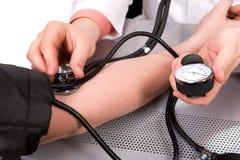 lekarka krwionośny sprawdzać nacisk Zdjęcia Stock