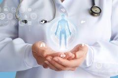 Lekarka pokazuje hologram pacjent Obrazy Stock