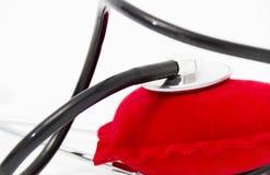 Lekarka stetoskop słucha zdrowy czerwony serce Zdjęcie Royalty Free
