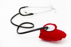 Lekarka stetoskop słucha zdrowy czerwony serce Obrazy Stock