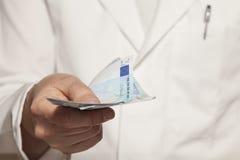 Lekarka z banknotami Zdjęcia Royalty Free