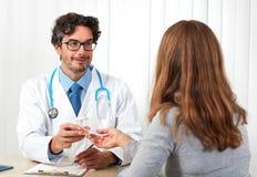 Lekarka z pacjentem fotografia stock