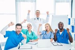 Lekarki świętuje zwycięstwo obraz royalty free