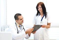 Lekarki i pielęgniarki target703_0_ Fotografia Stock