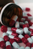Lekarstwa czerwoni w słoju obraz stock