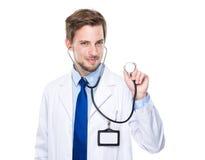 Lekarza medycyny chwyt z stetoskopem Zdjęcie Stock